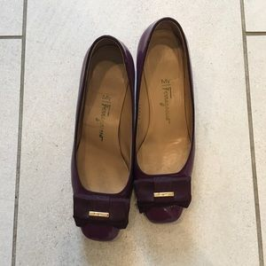 Salvador Ferragamo purple short heels SZ 5